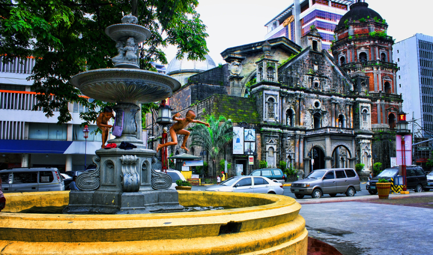 The world's oldest chinatown Binondo - Fun Things To Do in The Philippines