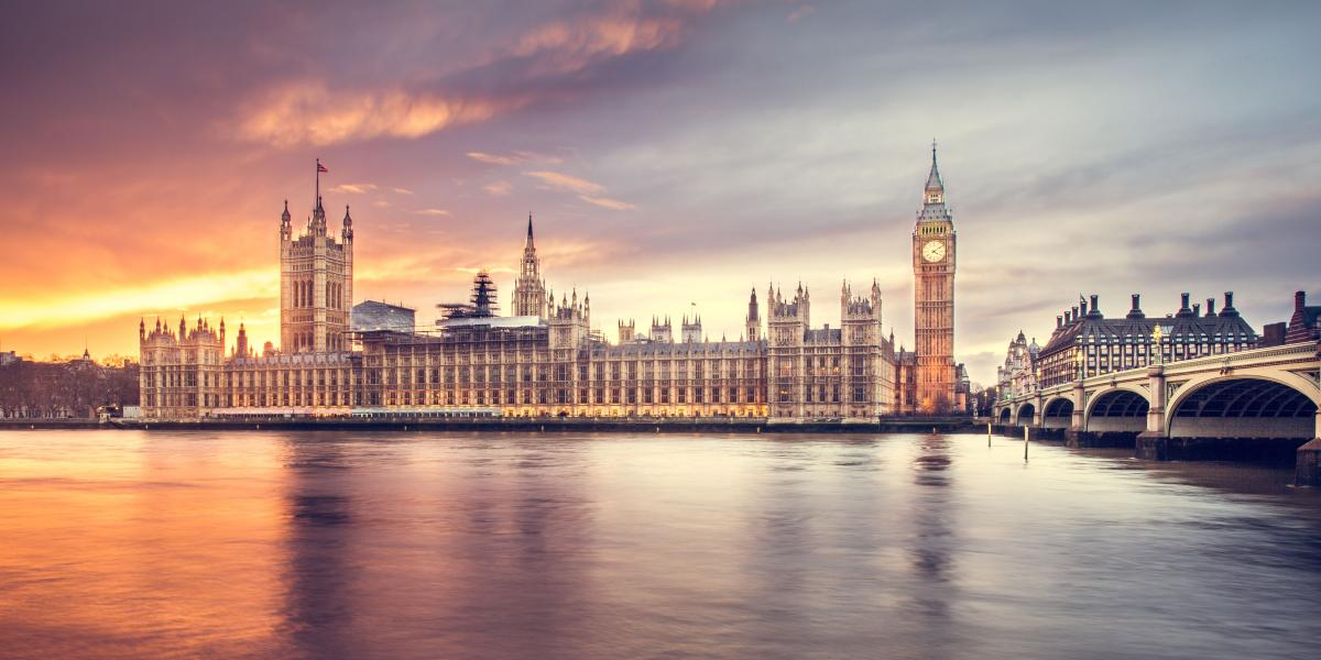 River Thames, Big Ben, London, England - How to Find the Cheapest Flights to Europe